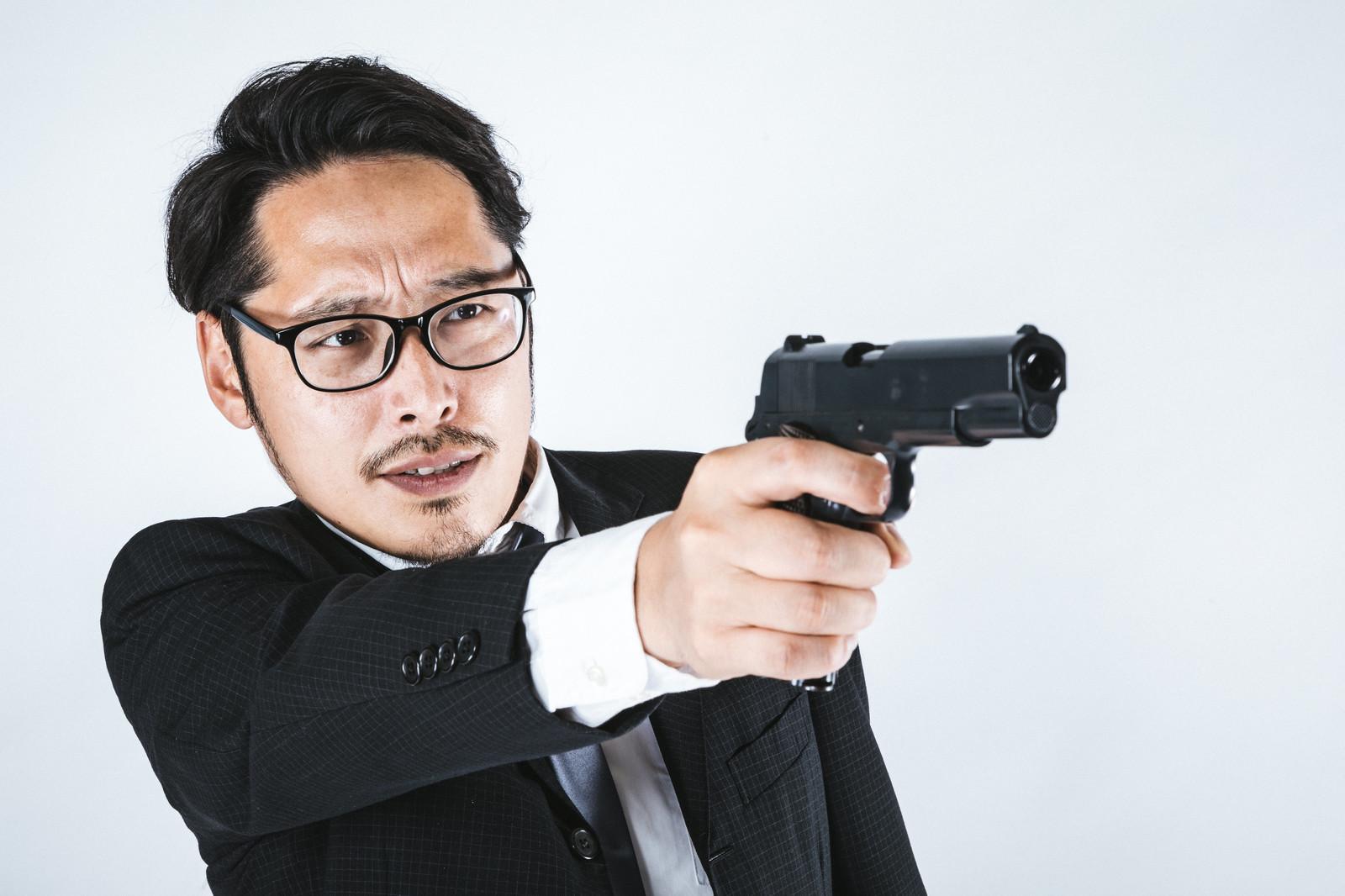 銃を持った男の画像