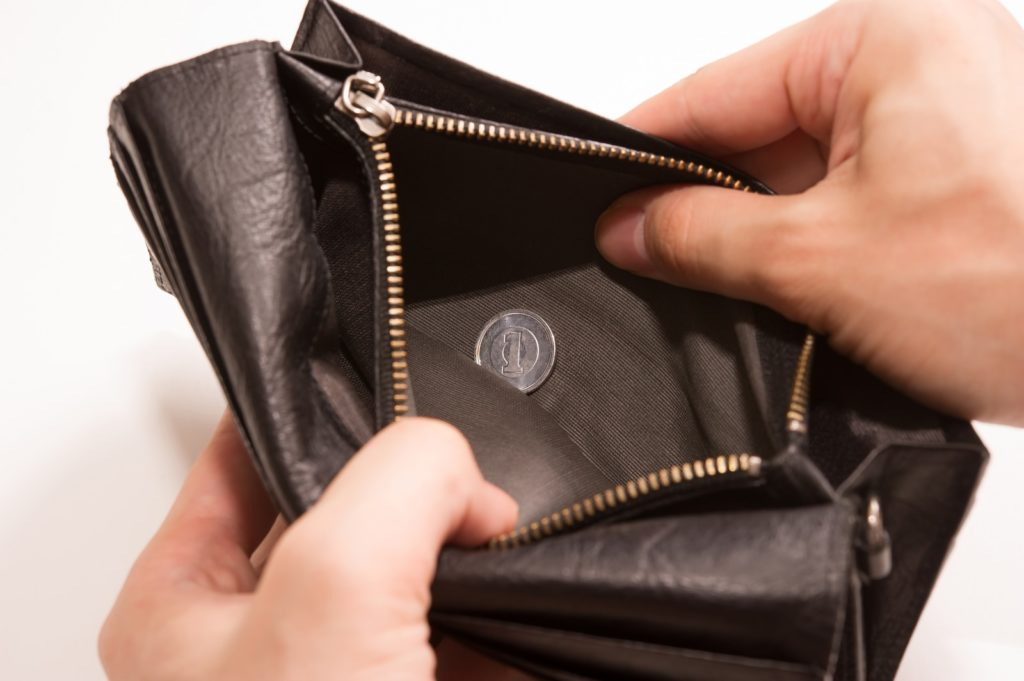 財布の中が1円の画像