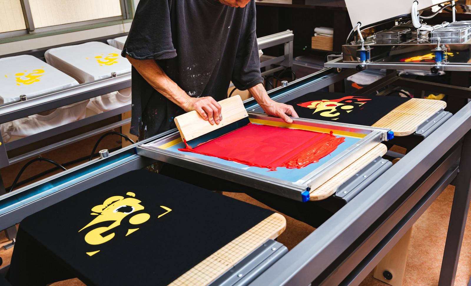Tシャツを作成している工場の画像